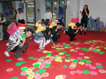 急求:幼儿园大班好玩的亲子游戏