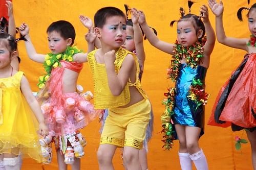 幼儿园时装秀袋子服装图片