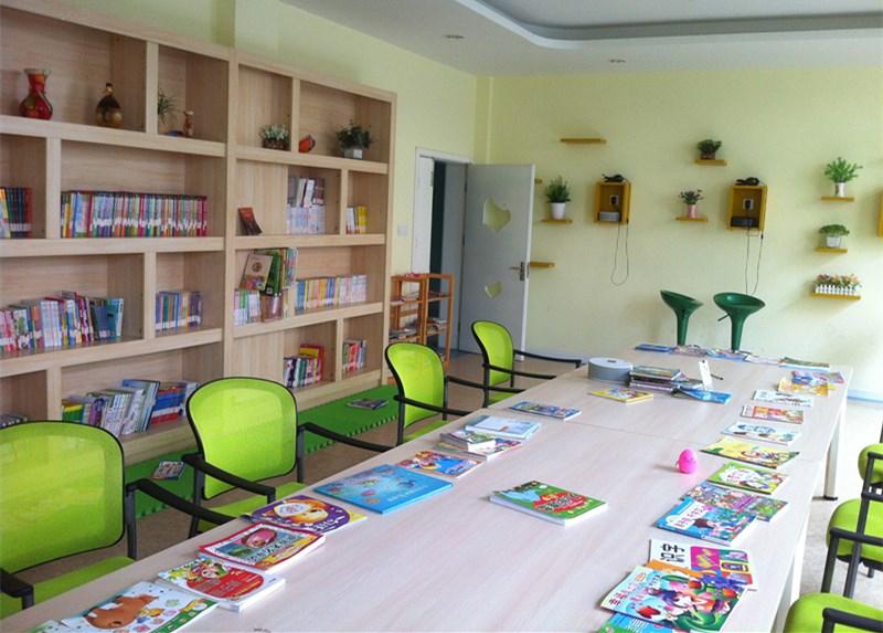 幼儿园卧室手工制作主题墙
